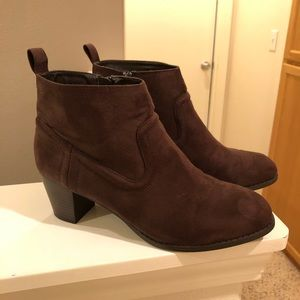 Mossimo Supply Co. Kaelyn Brown Suede Booties 9.5